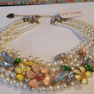 Unbelievable  piece of jewely